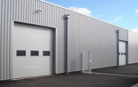 Portes métalliques: l'option flexible et élégante pour la maison ou l'entreprise