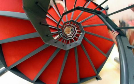 Faites installer des escaliers en métal pour votre bâtiment d'entreprise
